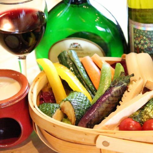【1280円】旬野菜のカゴ盛りバーニャカウダー