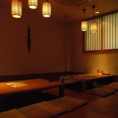お座敷は、竹のフローリングに竹のテーブルを使用。夏は涼しく、冬は暖かく。ゆっくり寛ぐには最適の空間。