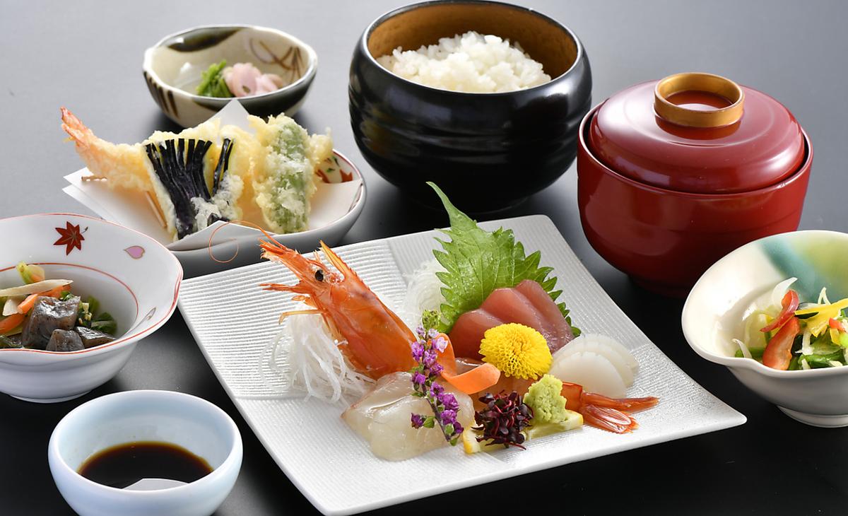 【僅限夜晚】生魚片套餐