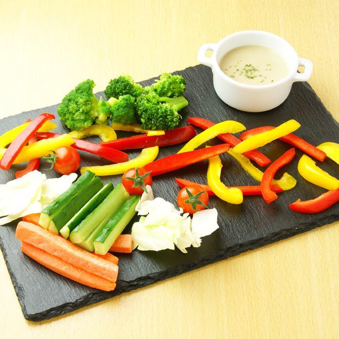 新鲜蔬菜奶油巴尼亚马尾