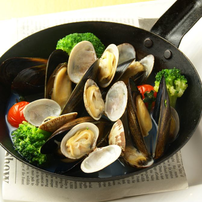 Steamed chardonnay with mussels and clams