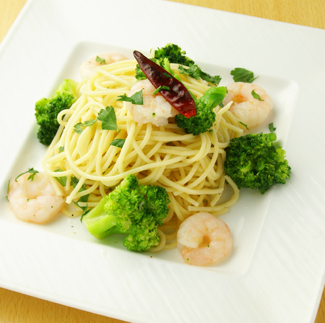 Prawns with shrimp and broccoli