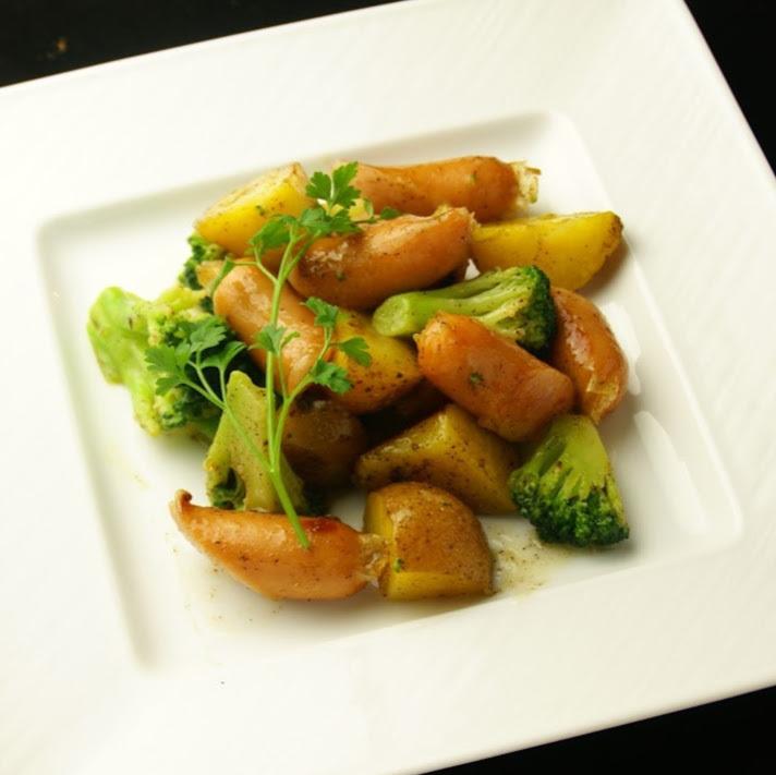 브랜드 감자와 소시지 후추 버터 구이