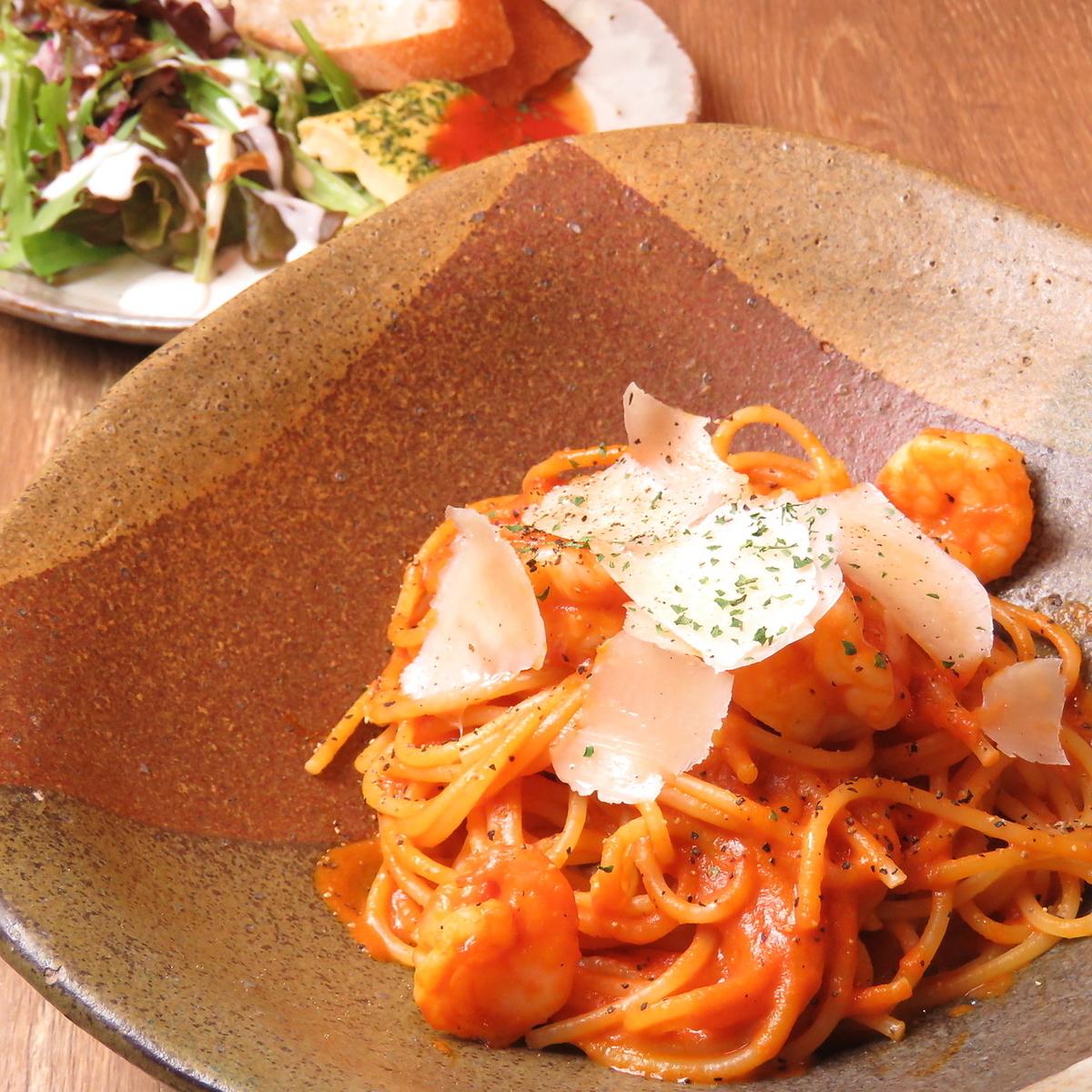 【파스타 SET (토마토 오일 소스)] (버킷 / 미니 샐러드 / 전채 / 세트 음료 / 작은 쉬폰 케이크)