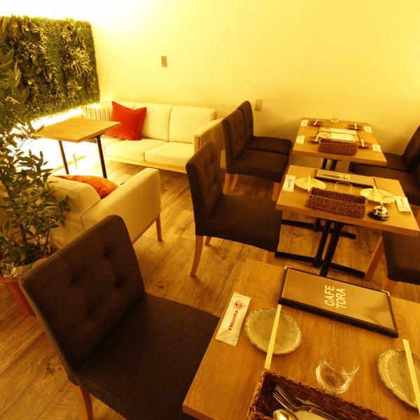 소파 좌석은 커플이나 소규모의 식사에 딱 ★ 편안한 공간에서 느긋하게 식사를 즐겨주세요 ♪