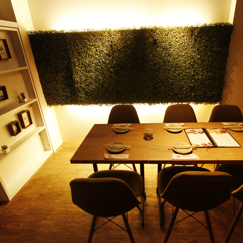 Table available for 4 to 6 people ♪ It is a seat that you can use in a scenes that is intriguing from lunch to dinner