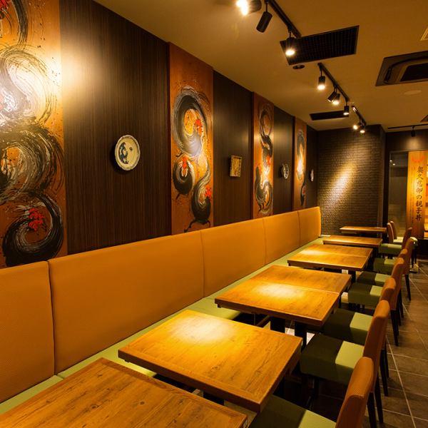【最大8名様までOK】『和』のテイストで落ち着いた店内。ゆったり寛げるお席をご用意しております。同窓会や会社宴会など様々なシーンに対応いたします。落ち着いた店内でゆったりと食べて飲んで語らいの時間をお過ごし下さい。