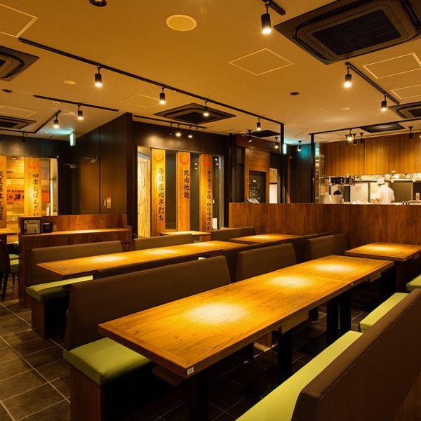 駅直結なのでアクセス便利!暖かい雰囲気をかもしだす「和空間」で、ほっと一息出来ます。友人とのお食事やデートなどご利用シーンに合わせてお席をご案内させていただきます。
