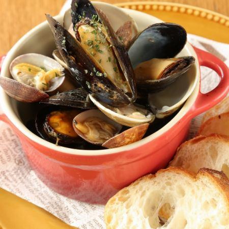 貝類の白ワイン蒸し