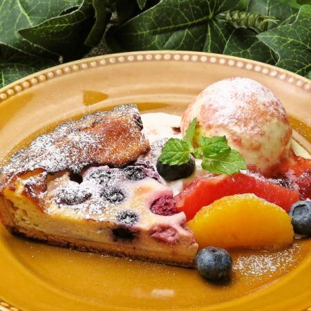 季節のフルーツとチーズのタルト