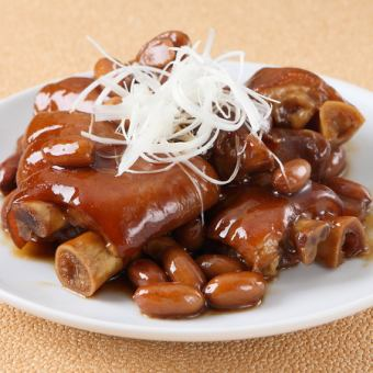 Simmered soy sauce with pig legs and peanuts