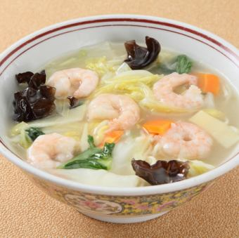 Soup noodles with seafood