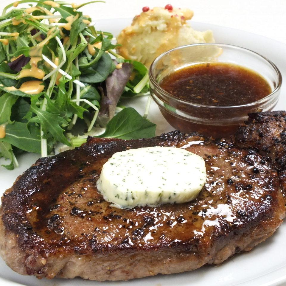 お肉を食べる幸せを感じる、分厚いステーキ!!