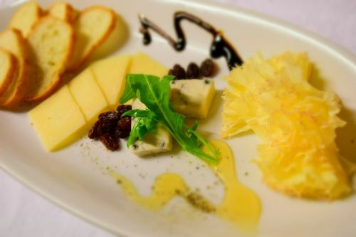 チーズの盛り合わせ3種