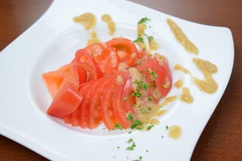 トマトサラダ ~ローストオニオンとリンゴとバルサミコのドレッシング~