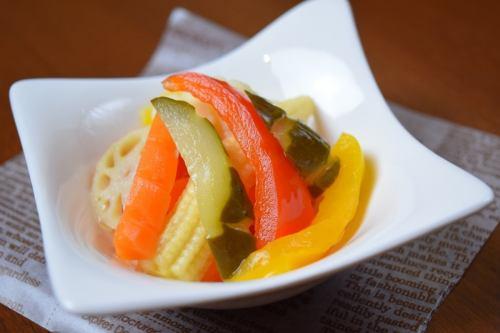 彩り野菜の自家製ピクルス~オレンジ風味~