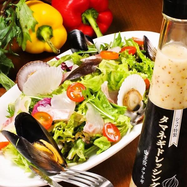 Gradually salad ~ chef specialty ball onion dressing ~