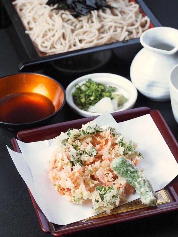 Sakura eaves, crayfish, tempura