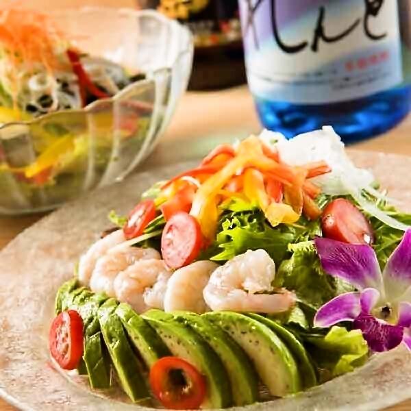 虾虾和牛油果凯撒沙拉