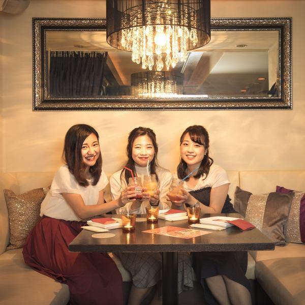 SNSやネットで話題!☆東京で絶対に行くべきお店9選に選出☆3~5名様でのご利用にピッタリ☆女性に人気♪プライベート空間♪デートはもちろんパーティーにも最適!!周りを気にせずお楽しみいただけるテーブル席はおすすめです☆フォトジェニックな店内で素敵なお時間をお過ごしださい♪