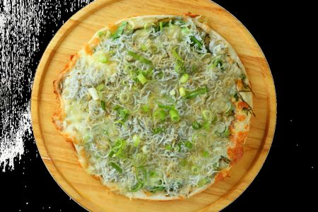 釜炒銀魚和綠色充足的日式比薩