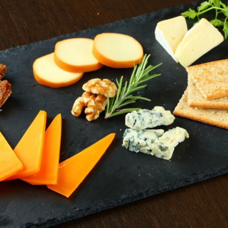 4種奶酪拼盤的