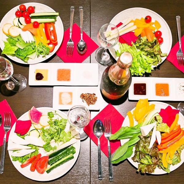 야채 뷔페 ★ 엄선 된 제철 채소를 만끽 ★ 안주 뷔페 390 엔 (세금 별도)에 +590 엔 (세금 별도)으로 뷔페 ♪