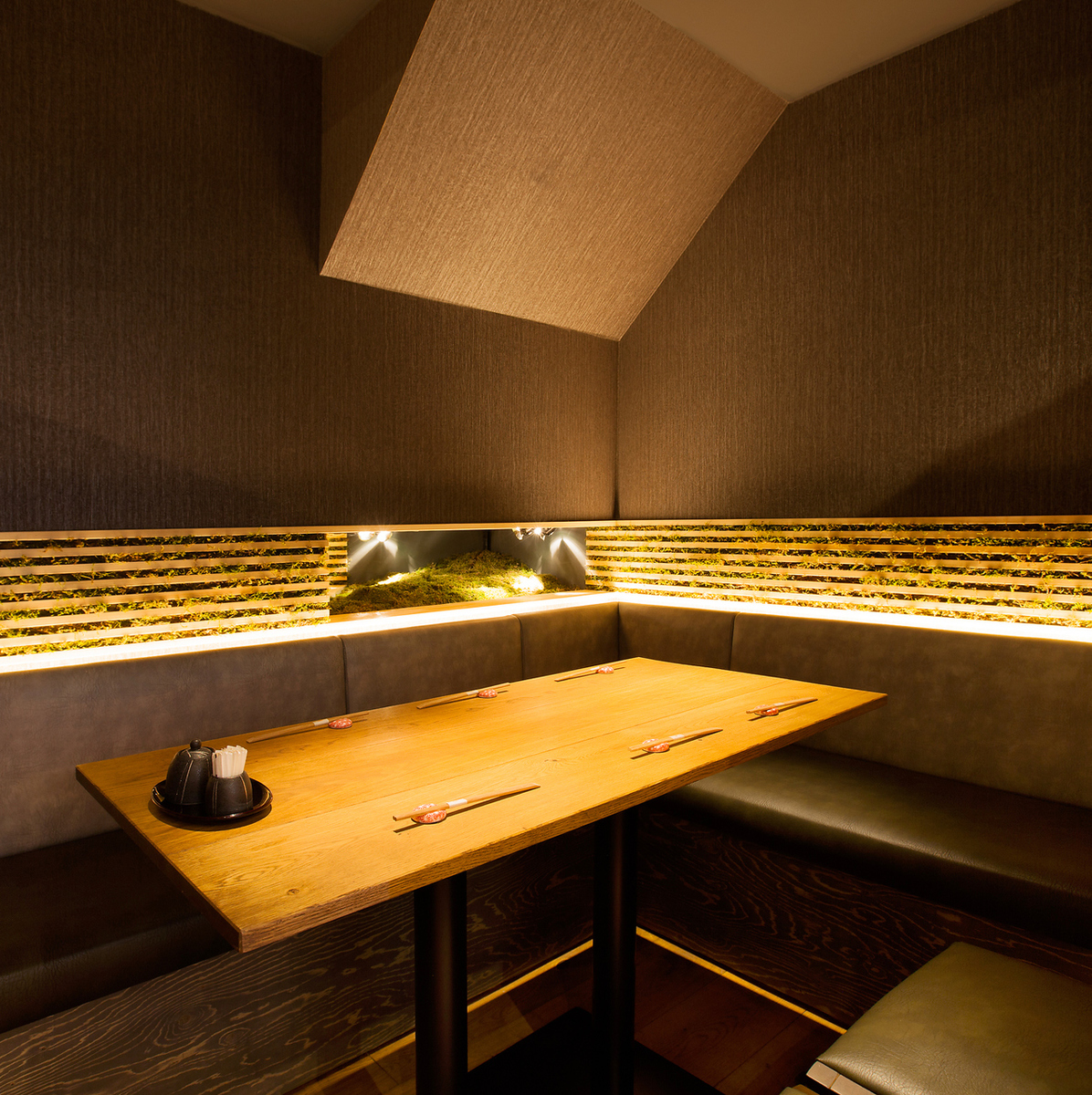 Up to 6 people · Relaxing private room space
