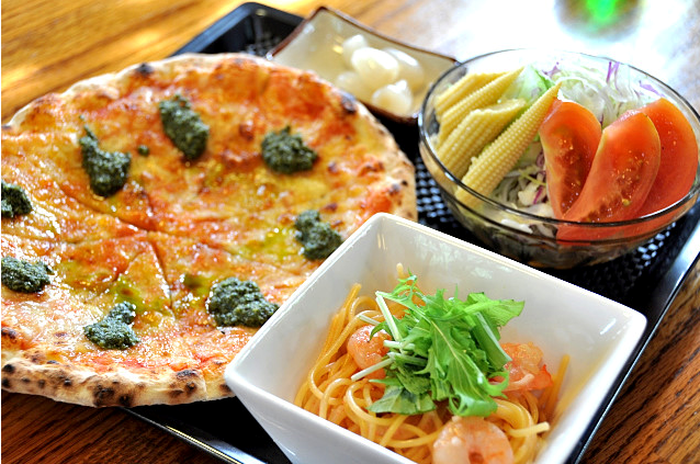 Half sets of pizza and pasta is our recommendation menu ★