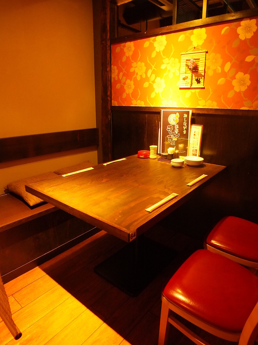 【2nd floor】 Various tables prepared individually.