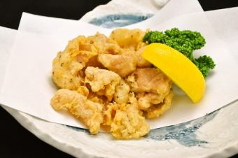 Seasoned fried chicken / camembert potato / rice cracker tempura / deep-fried shrimp