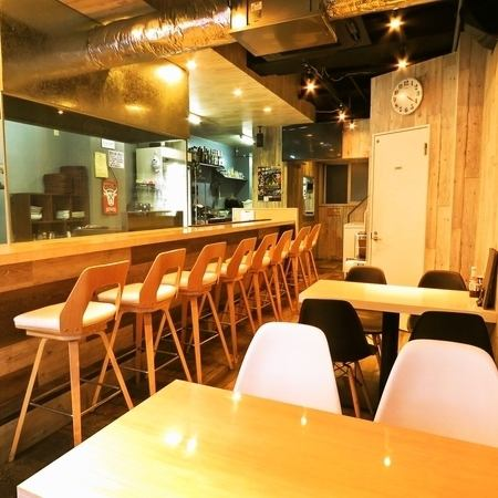 【1F is a convenient space ♪ both counter and table seats ♪】 Table seat and counter seat which you can use easily for drinking use on the first floor ★ It is good to enjoy sake and meat well, Customers will not stop for 24 hours in an outstanding space with ease and enjoying steak with squash !!!!