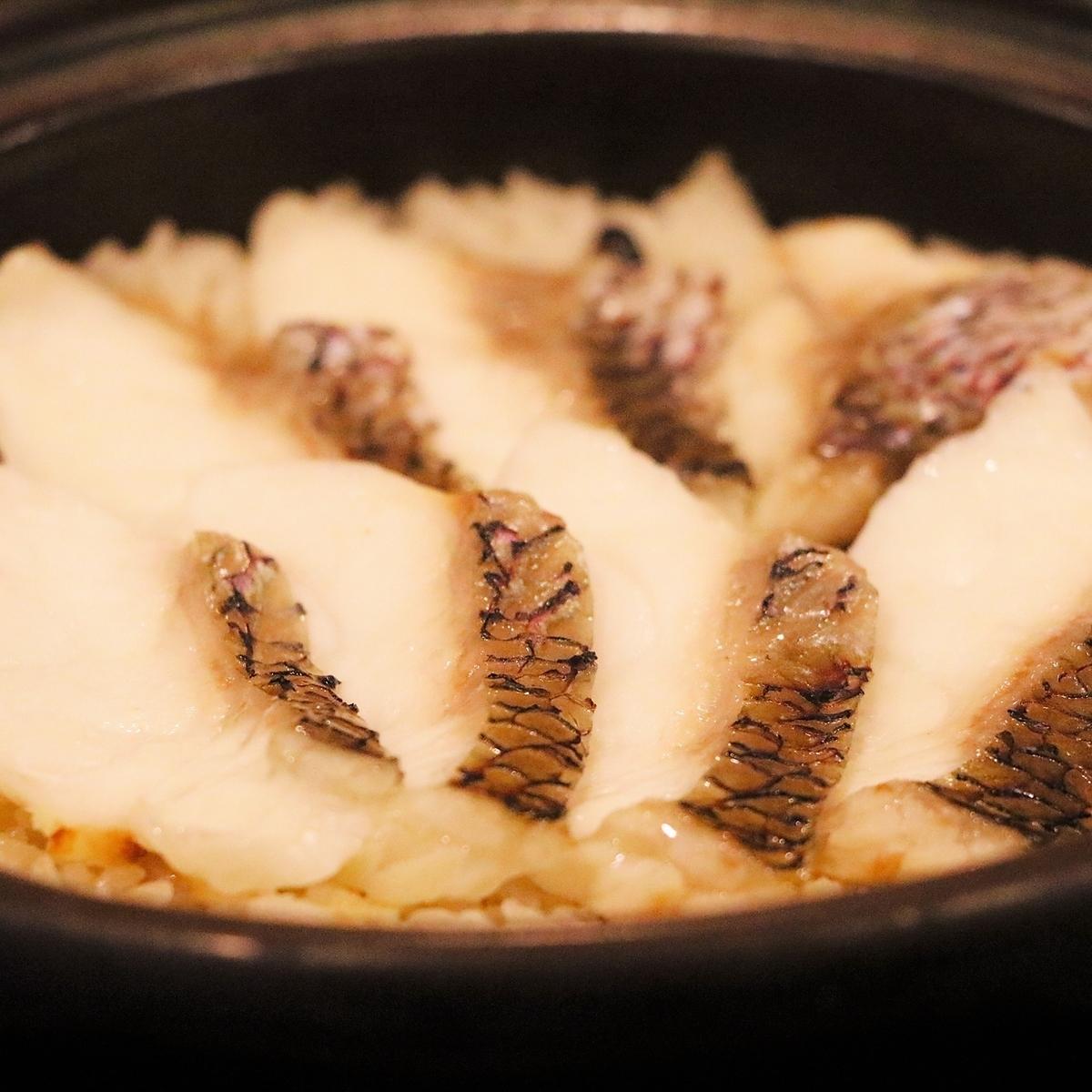 【名物】土鍋炊きもみじ鯛ご飯