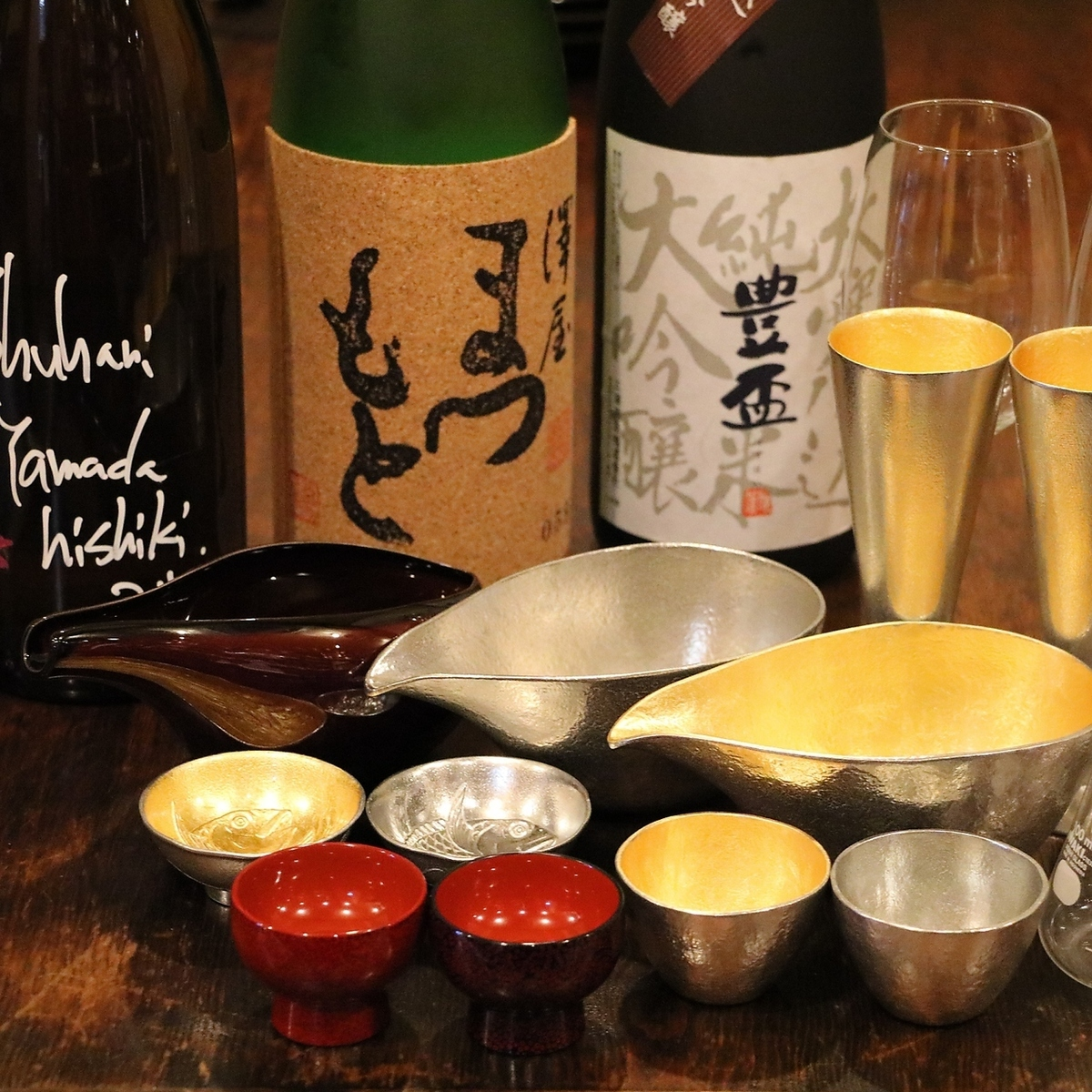 様々な酒器で四季の旬の日本酒を呑める