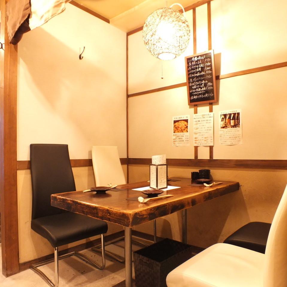 2名様から4名様専用の個室のテーブル席です。