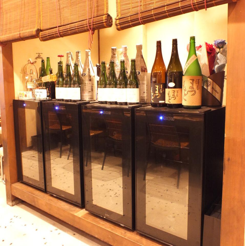 焼酎や日本酒などを保存するために専用の冷蔵庫も設置致しております。