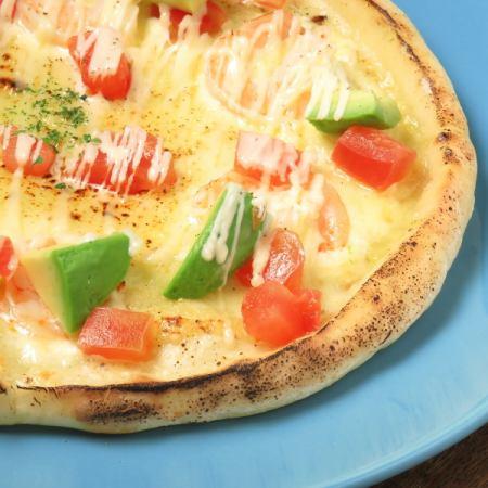 海老とアボカドのクリームグラタンピザ