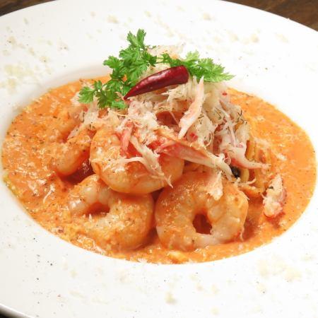 ずわい蟹と海老のトマトクリームパスタ