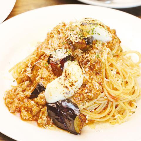 揚げ茄子とモッツァレラのボロネーゼ