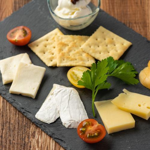 世界のチーズあります◎