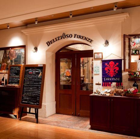 本格的でオシャレなエントランス。フィレンツェの路地裏にありそうな可愛いお店。一歩入ればそこはトスカーナの田舎町、路地裏のトラットリア。陽気なサービスと美味しい料理をご提供いたします。