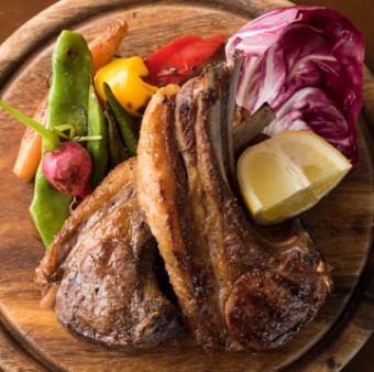 オーストラリア産仔羊骨付きロース肉の炭火焼き~ローズマリー風味~