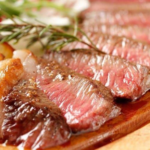 自慢の肉料理!国産黒毛和牛の炭火焼き