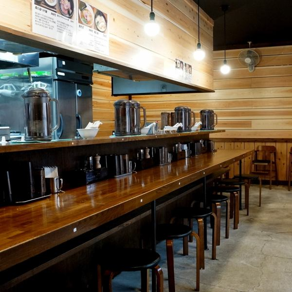 【Counter】 It is a calm shop, feels warmth of wood !!