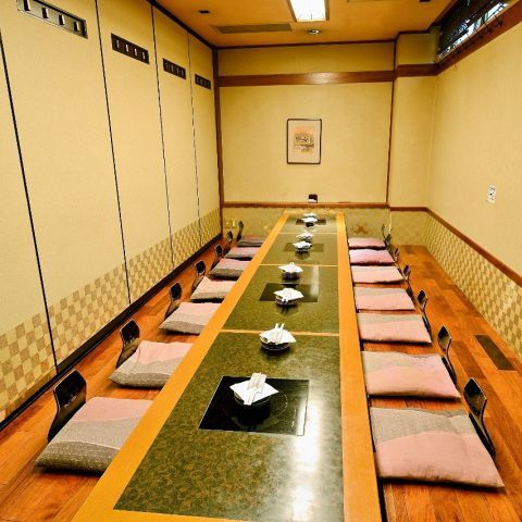 Complete private room that can accommodate up to 16 people.
