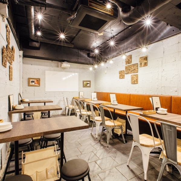 Bright space of our shop proud will spread! Recommended for private, banquet use!