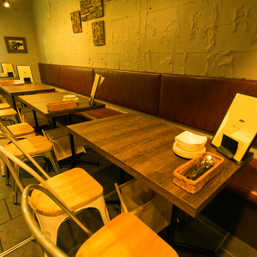 Open table seat