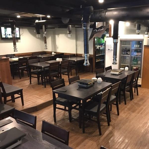 【Banquet: 2 people up to 80 people】 Please enjoy delicious cheese Calvi · quartz roasted samgyeopsal in a calm woodgraining shop ◆ Table: 4 people × 6 seats / 6 people × 1 seat ◆ digging greens: 4 people × 4 seats / 6 people × 2 seats / 8 people × 2 seats → slowly even with a large number of people ....It is very popular especially for the girls' association in Shin Okubo, as well as everyday meals! Also a good location for Shin Okubo Station 5 minutes on foot ○