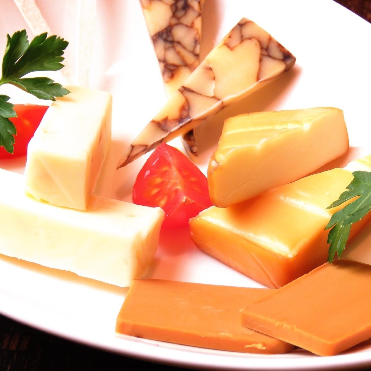 チーズの資格をもったスタッフが厳選♪チーズ盛合せ