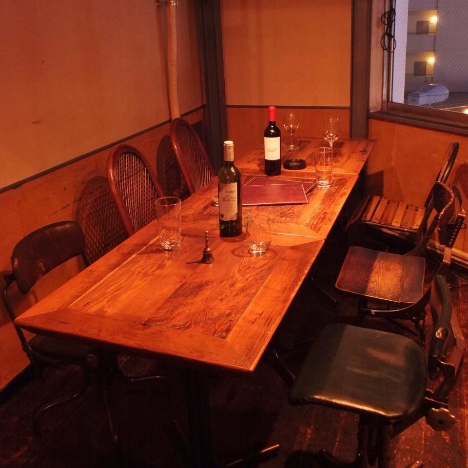【店内6至10人座位】阁楼下,♪最多可容纳10人的空间♪请喝派对